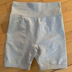 NWOT - TALA hosta shorts